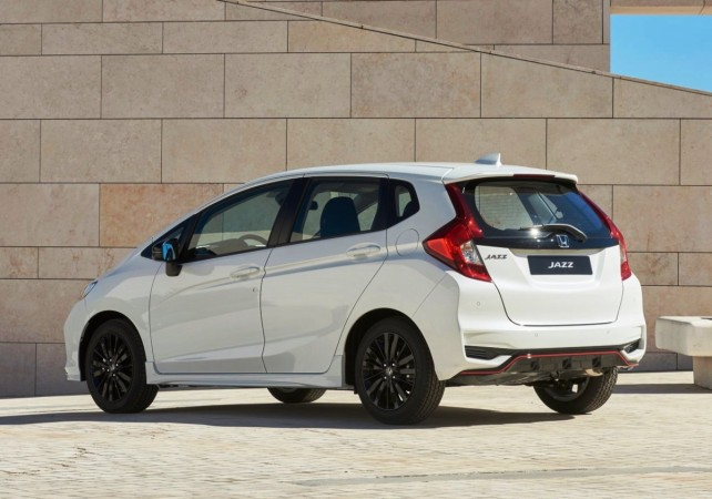 Honda Jazz Facelift launch date price in india engine interior exterior images honda jazz 2018 images and specs of facelift model july confirmed pricee