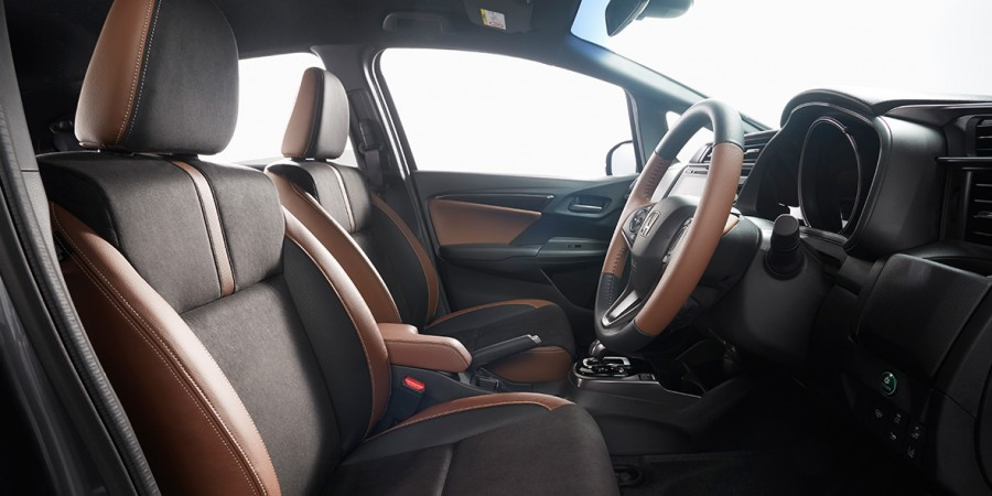 Honda Jazz Facelift India Launch Date , Price , Mileage and Images black brown interiors