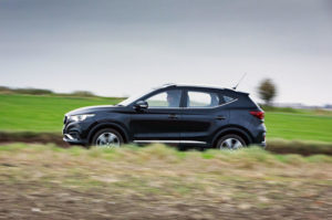 mg zs vs hyundai kona electric price which one to buy and has more range battery specs
